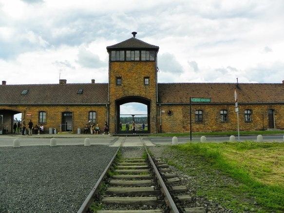 1200px-Auschwitz_I_-_Birkenau,_Oświęcim,_Polonia_-_panoramio_(20)